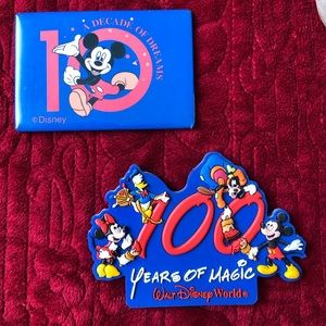 WALT DISNEY WORLD MAGNETS COLLECTIBLE TOTAL OF 2
